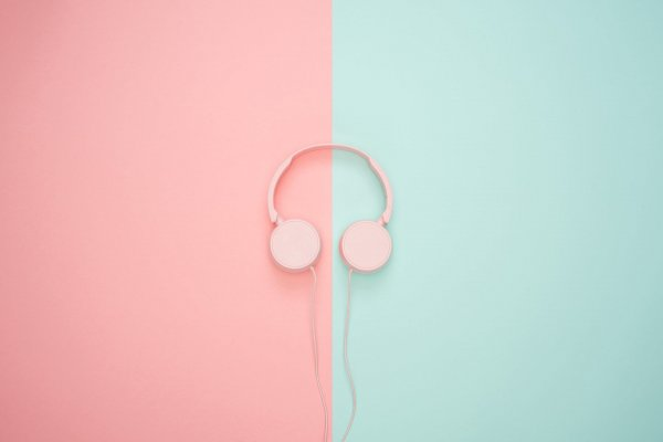 headphones-3435888_1920